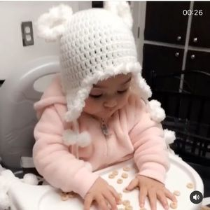 Other - Adorable White crochet baby hat😍